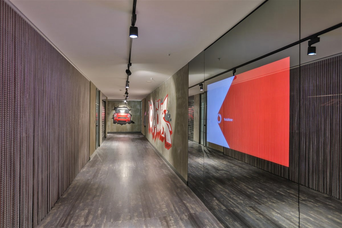 Oficina vodafone maslak kriskadecor for Vodafone oficinas barcelona
